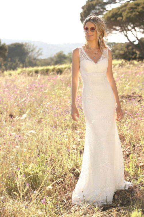 Fremhæv din figur med den enkle brudekjole fra Unique Kjoler.