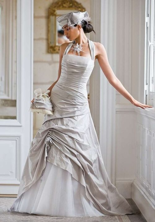 Designer brudekjole i farven plantinium fra Unique Kjoler.