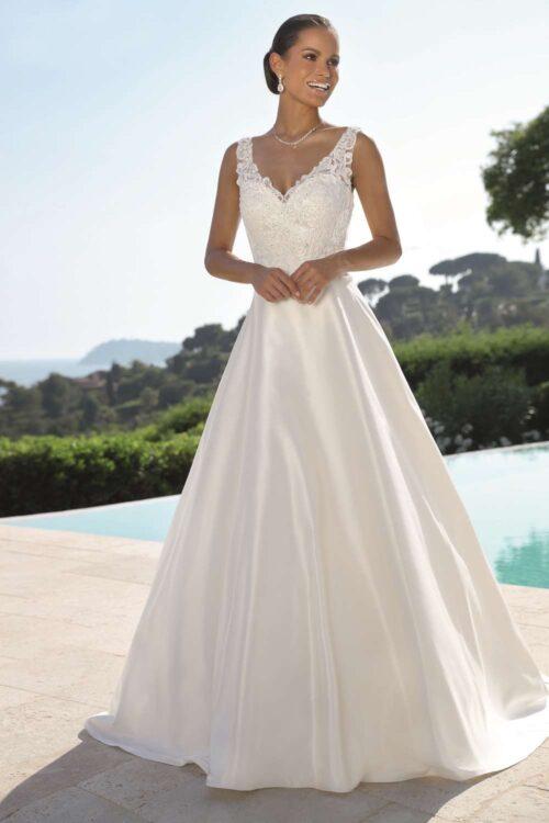 Virkelig skøn Ladybird brudekjole med satin skørt og blondetop.