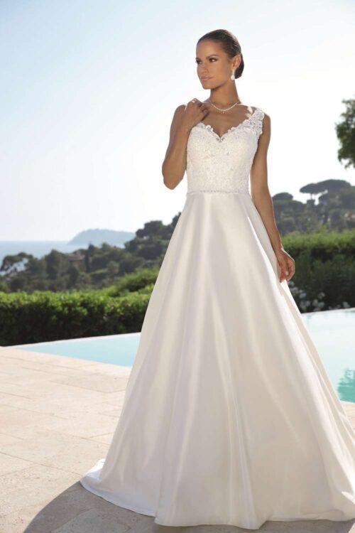 Elegant og skinnende Ladybird brudekjoler med blondetop og perler. Find den hos Unique Kjoler.