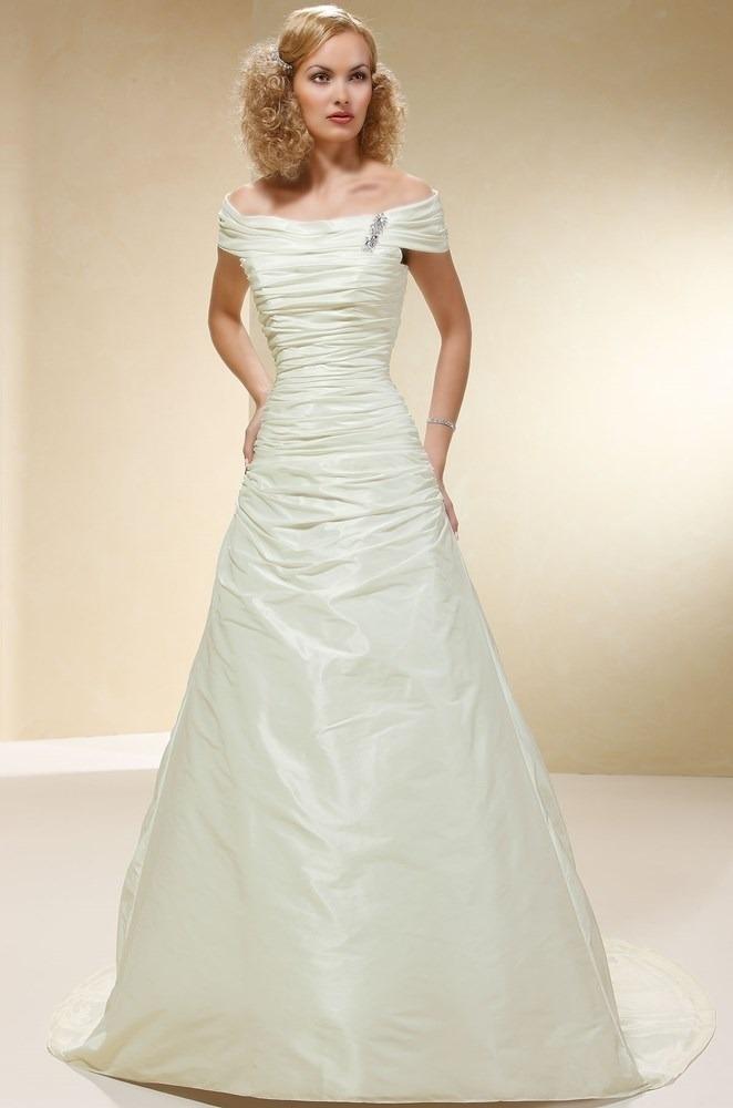 Prøv den smukke Tres Chic brudekjole hos Unique Kjoler. Vi har kjoler i alle størrelser.