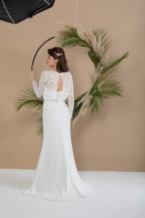Enkel og smuk brudekjole fra Unique kjoler. Find din drømmekjole her.