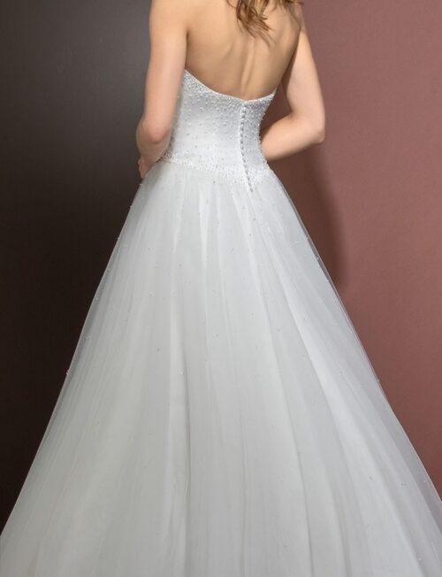Eglantine Djerba brudekjolen er smuk og feminin. Idéel til dig, der ønsker at føle dig som en prinsesse.