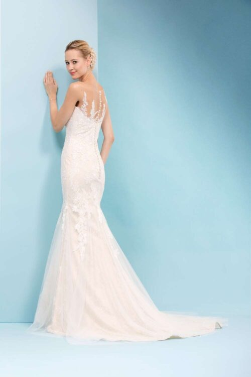 Brudekjole Eglantine Troublante med de smukkeste detaljer fra Unique Kjoler.