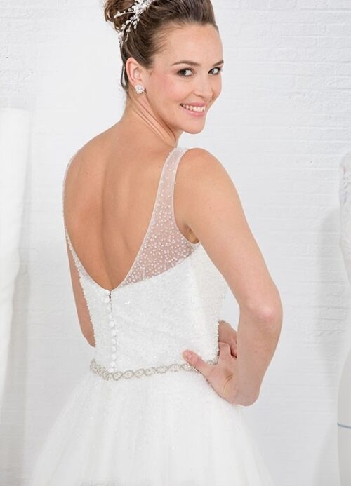 Eglantine Gentiane brudekjole har bar ryg og masser af perler.