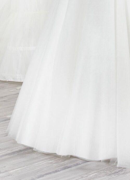 Find brudekjoler med tylskørter hos Unique Kjoler.