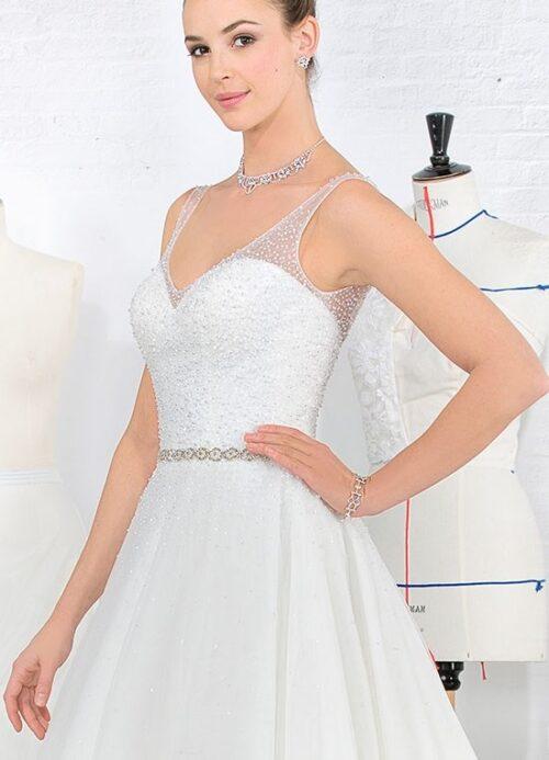 Skin som en diamant i denne smukke brudekjole fra Unique Kjoler.
