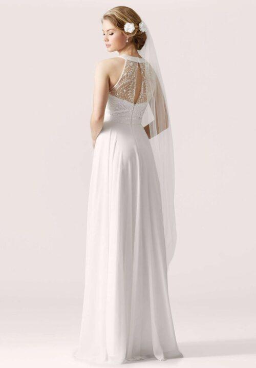 Hvid brudekjole med blonder der fremhæver taljen. Se model Lilly 3952 hos Unique Kjoler.