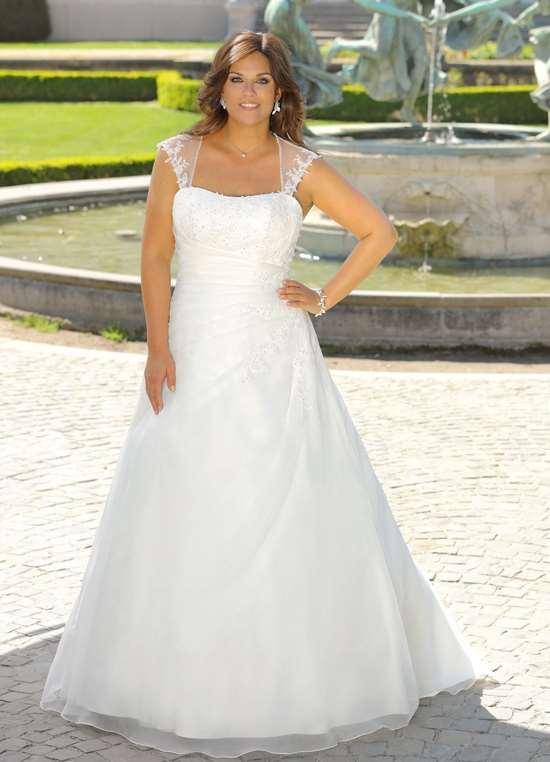 Brudekjole LS 719021. Hvid kjole - også i plus size størrelser.